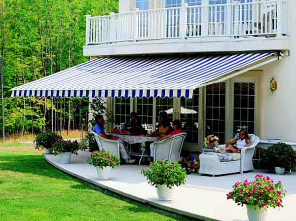 Uses and Advantages Offered by Retractable Awnings in Montreal