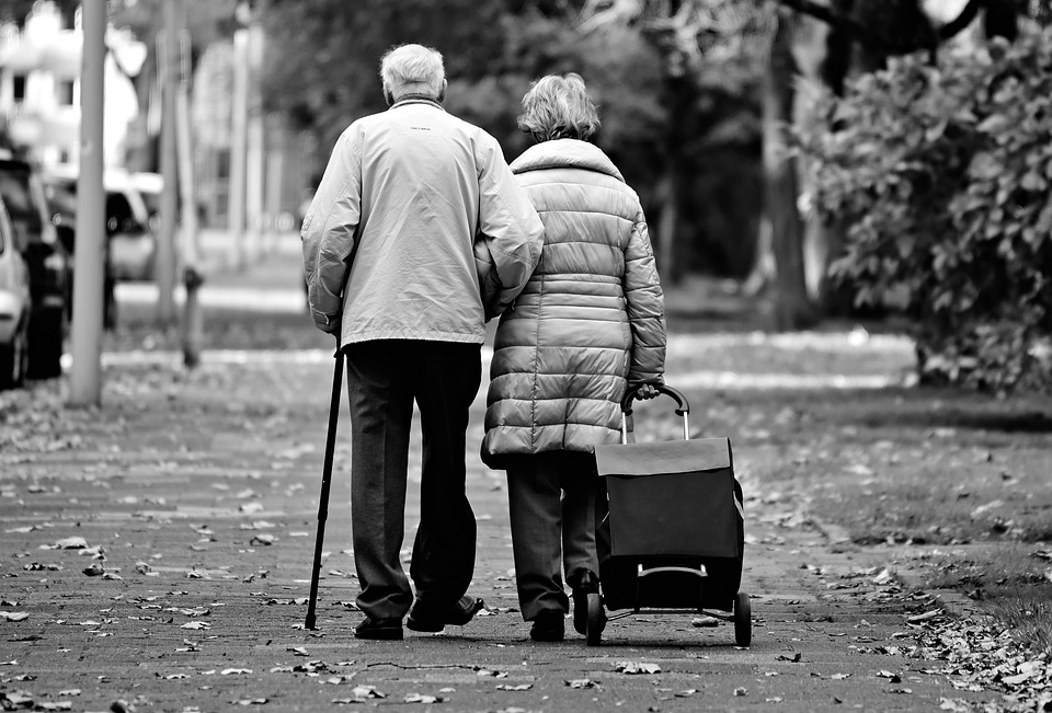 Giving Back To Your Parents: Why You Should Be There For Your Aging Parent